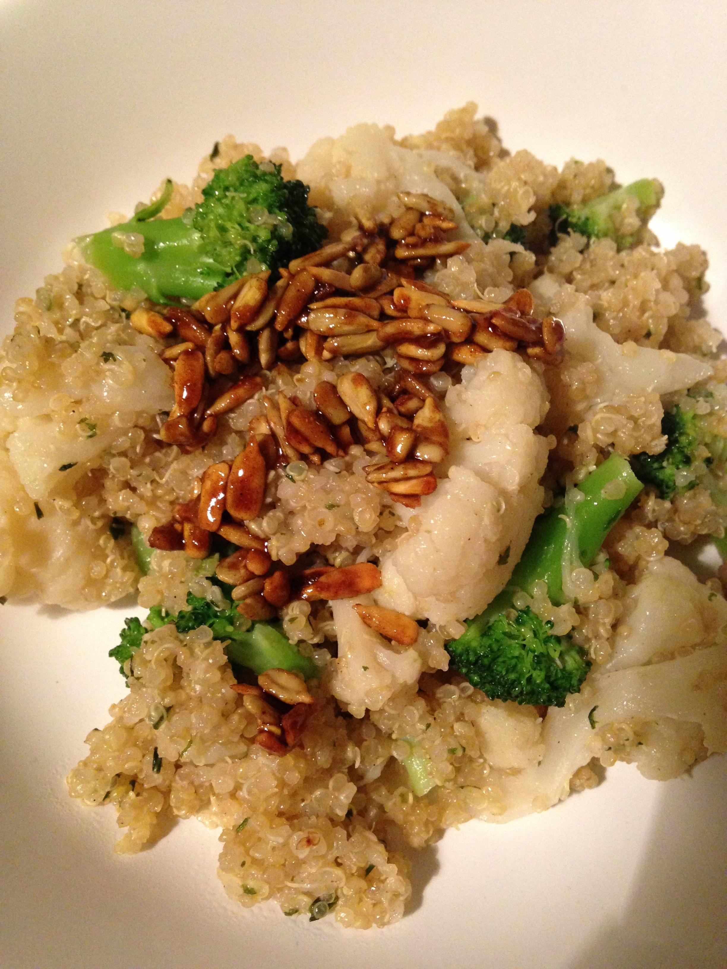 quinoa with broccoli, cauliflower and curry-sunflower-seeds *** Quinoa mit Blumenkohl, Brokkoli und Curry-Sonnenblumenkernen * vegan * vegetarisch * vegetarian