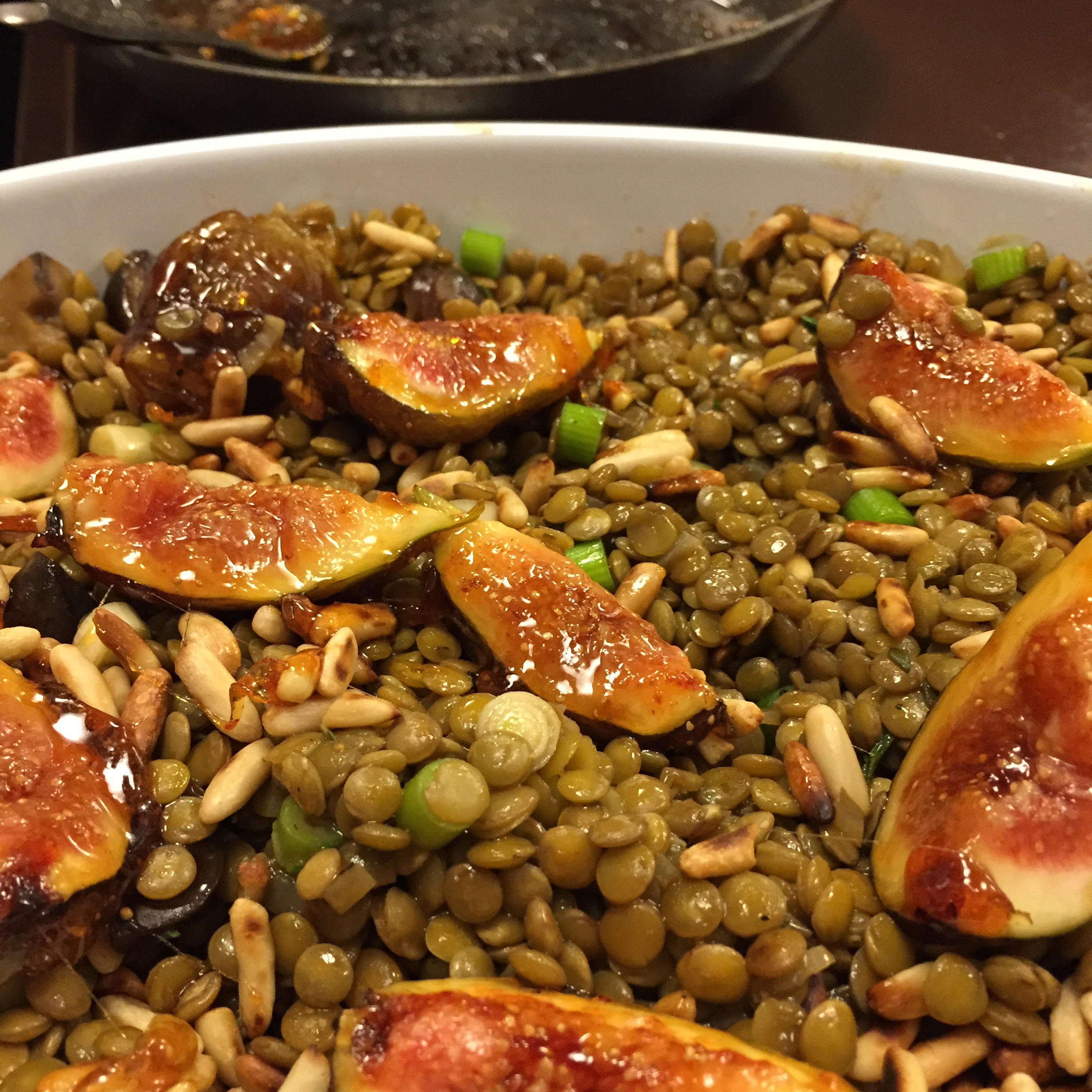 warmer linsensalat mit karamellisierten feigen | warm lentil salad with caramalized figs (vegan)