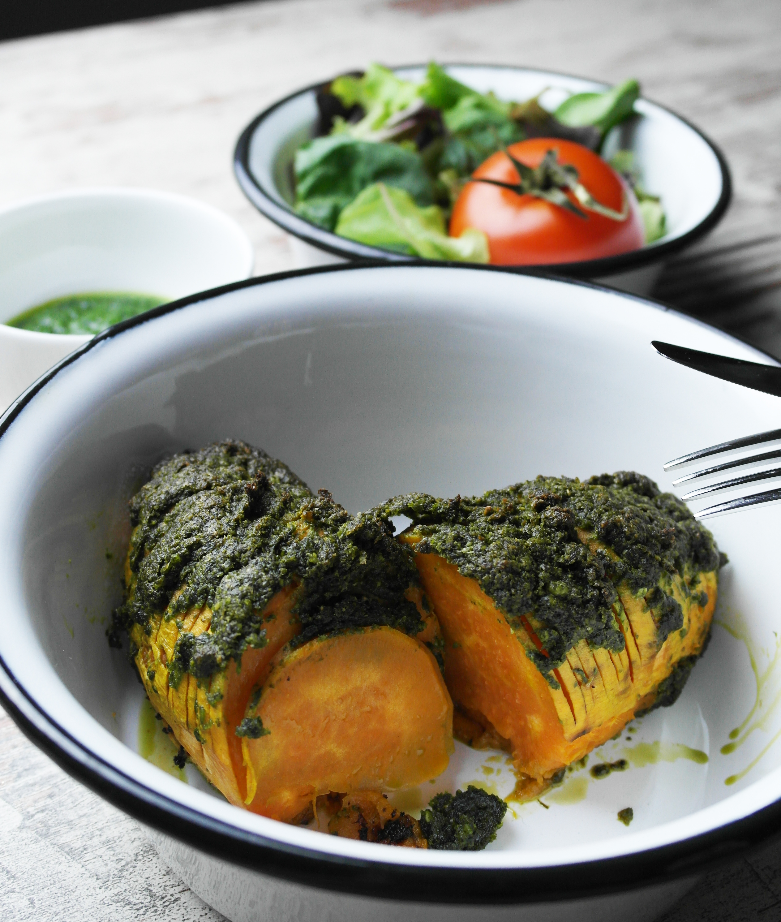 süßkartoffel mit veganem bärlauch-pesto | sweet potato with vegan wild garlic pesto | vegan