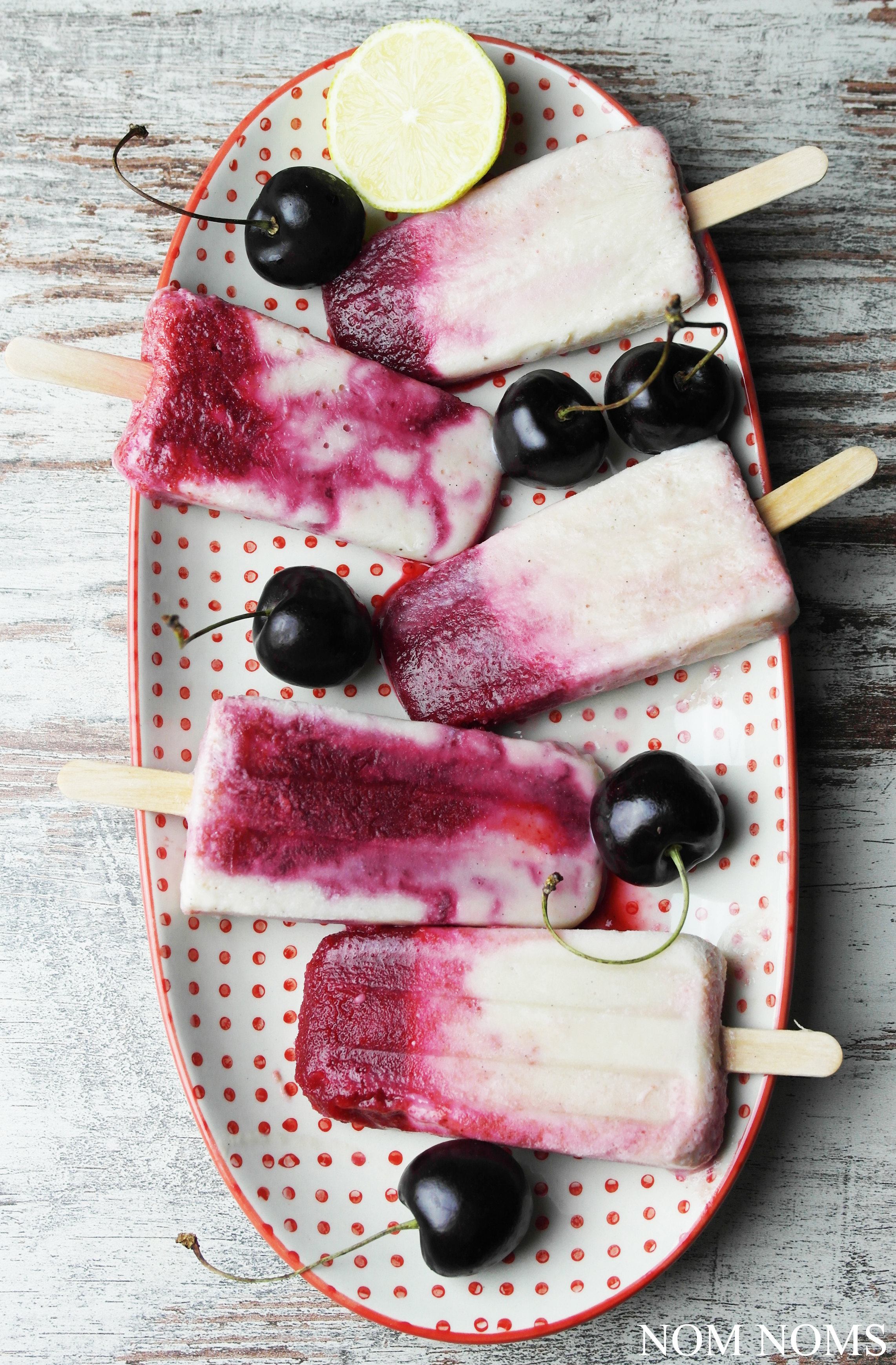 eisliebe: kirsch-bananen-popsicles mit limette (kiba-eis) | ice cream love: cherry banana popsicles with lime (vegan) ❤