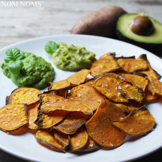 knusprige süßkartoffelchips mit avocado- & erbsen-dip | crispy sweet potato chips with avocado & peas dips (vegan) ❤