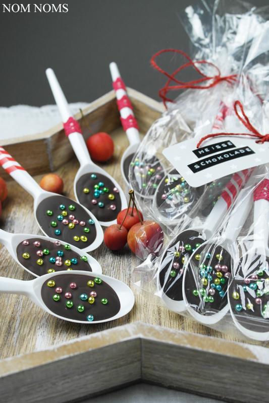 {nom noms weihnachtsgeschenk} löffel-schokolade & buchempfehlung: »mein veganer adventskalender« von franzi schädel