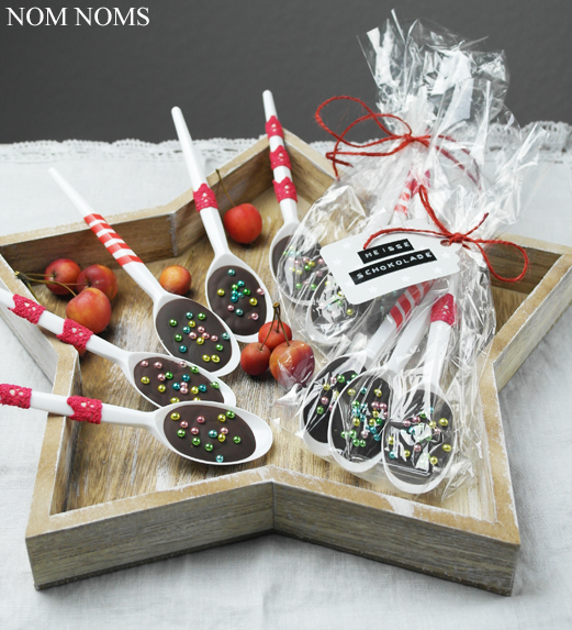 {kleines weihnachtsgeschenk} löffel-schokolade & buchempfehlung: »mein veganer adventskalender« von franzi schädel