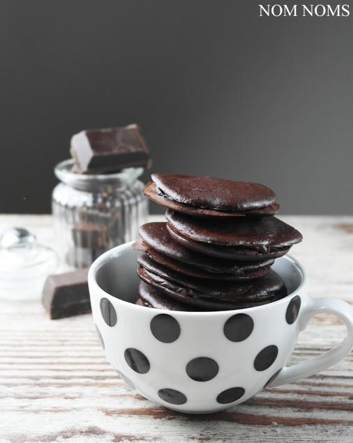 simply yummy: schokoladen whoopie pies | chocolate whoopie pies (vegan)