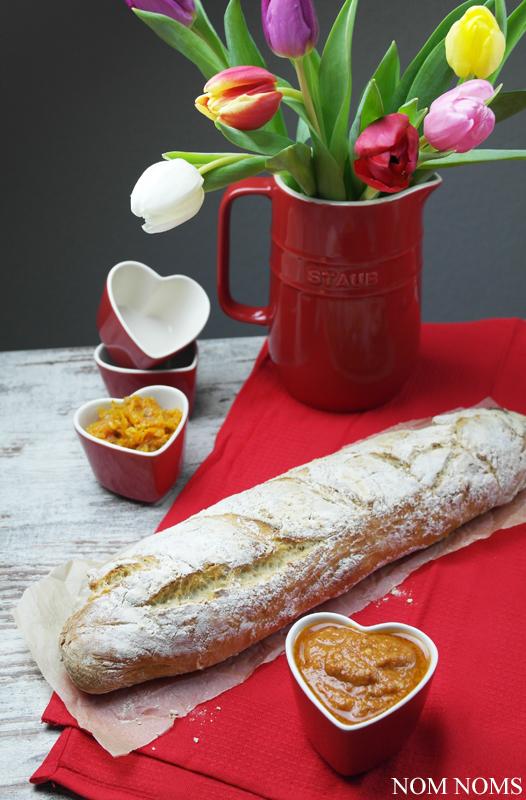 {liebe geht durch den magen} französisches baguette mit rotem pesto & möhren-feigen-chutney (gewinnspiel | reklame) ❤