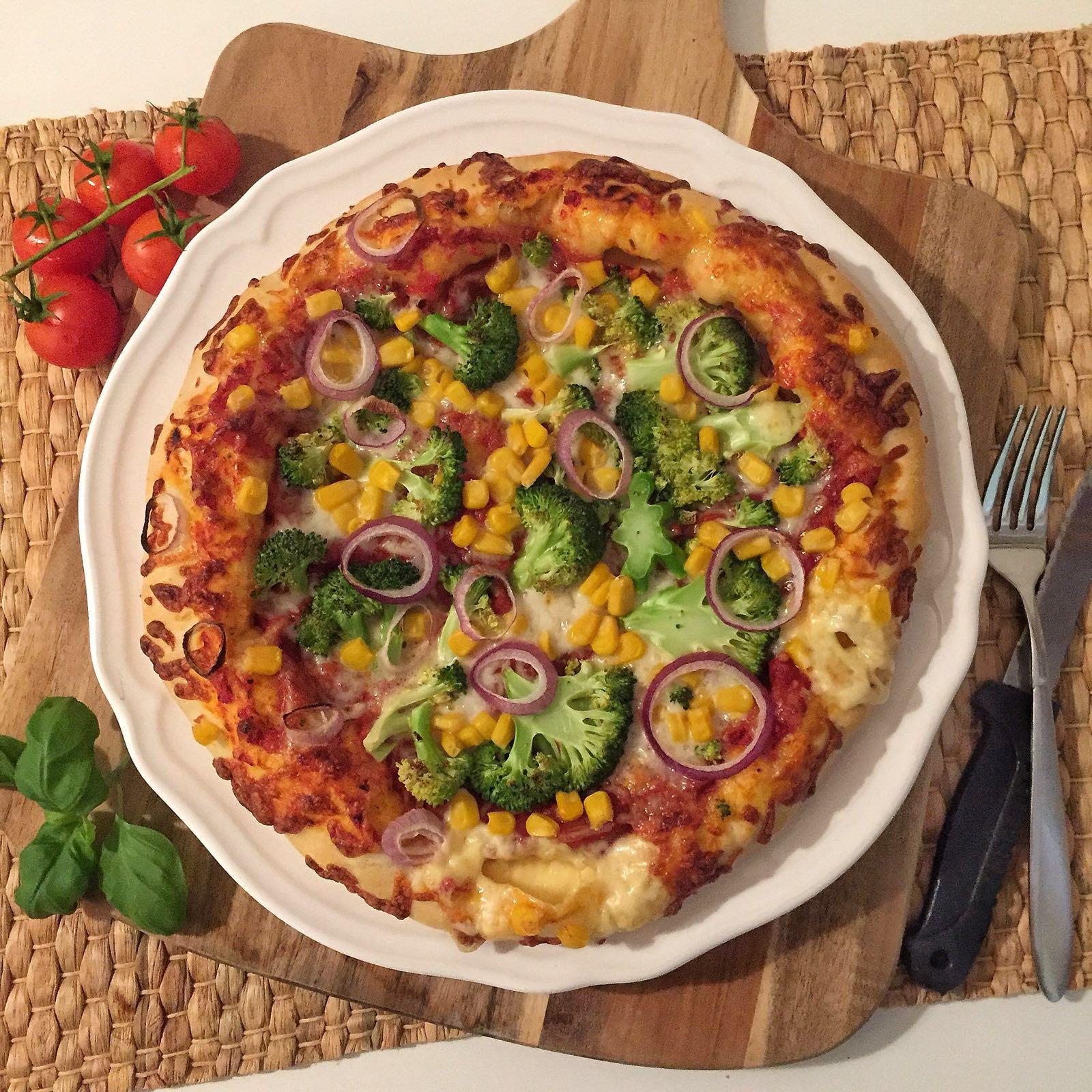 Köstliche Pizza mit Käserand (hmmmm) von Anita von *olles Himmelsglitzerdings*