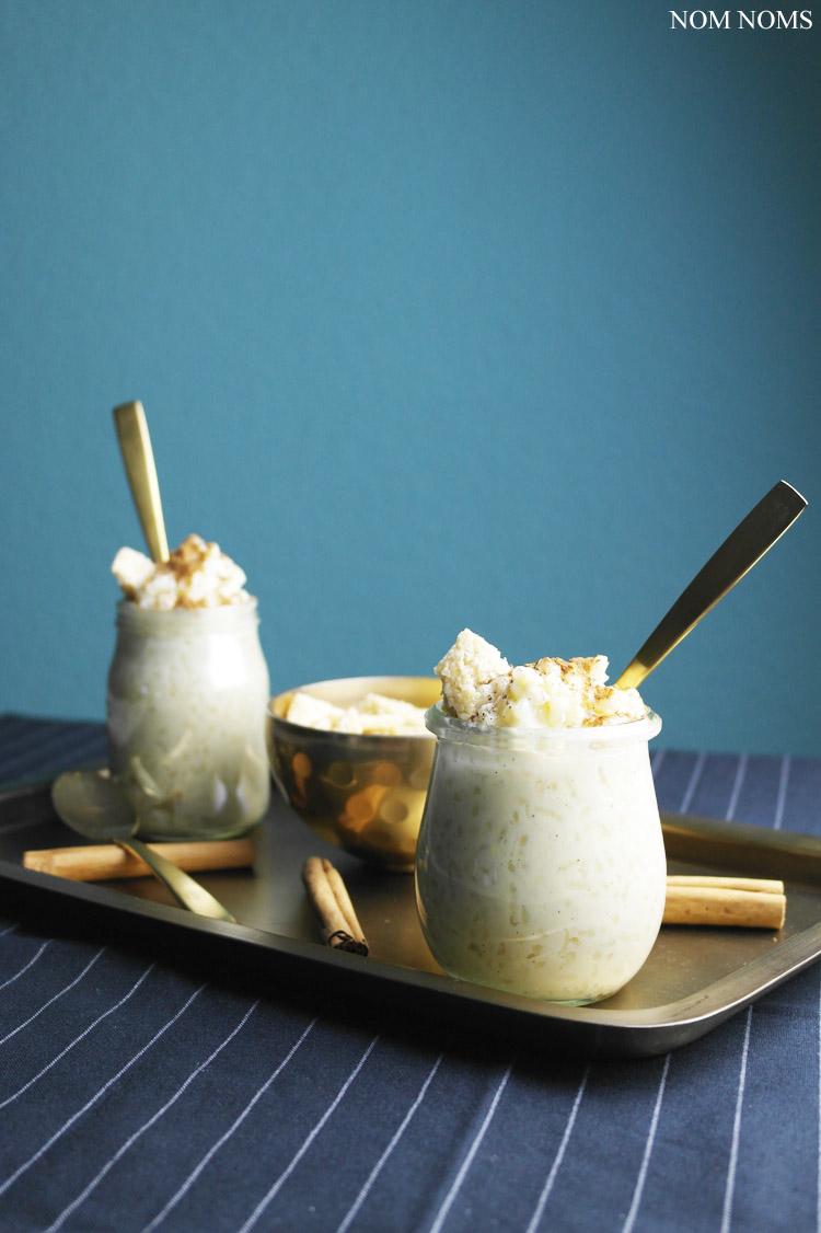 {kulinarische entdeckungsreise: griechenland} griechischer milchreis mit zimt & sesam-knusper | greek rice pudding with cinnamon & sesame crunch