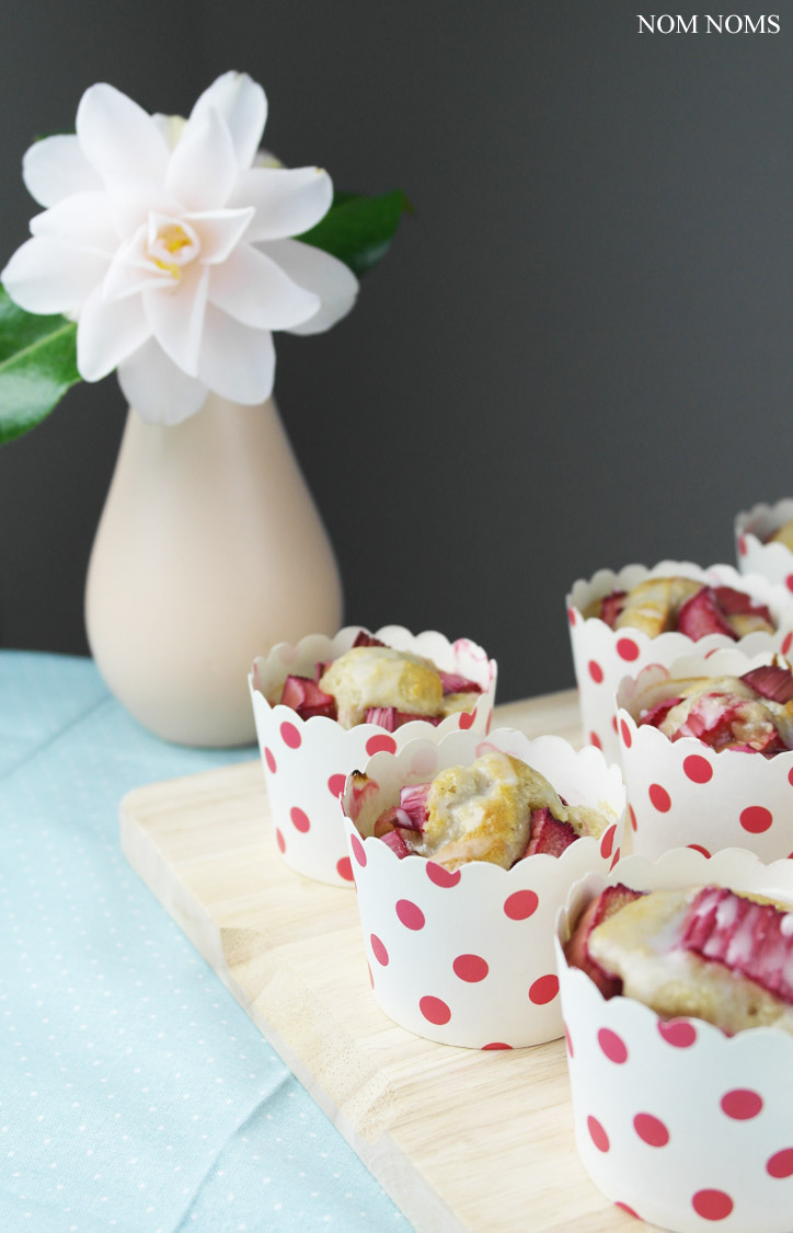 rhabarber muffins mit banane und zitrone | rhubarb muffins with banana and lemon (vegan) ❤