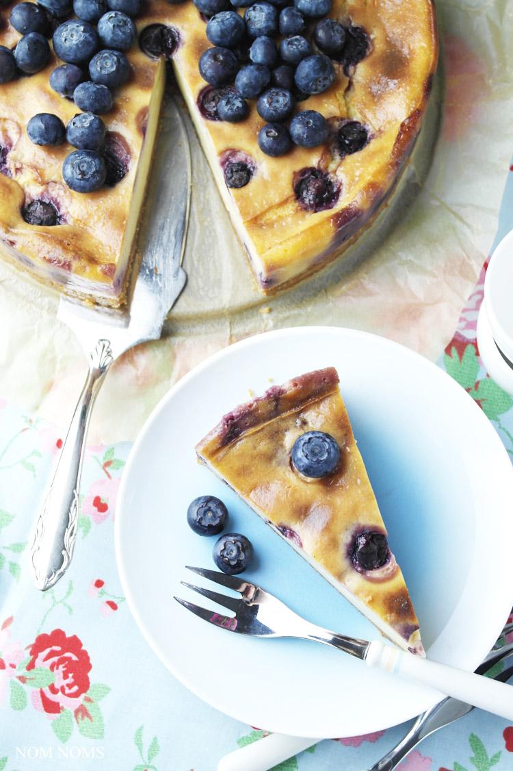 käsekuchen auf schwedisch: mit haferkeks-boden und blaubeeren | swedish cheesecake: with flapjack crust and blueberries (vegetarian) ❤