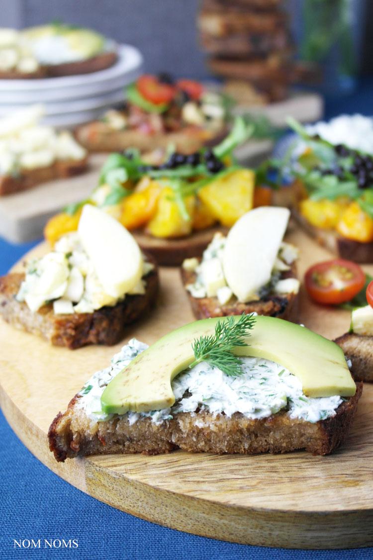 vegetarische bruschetta: herzhaft und süß: Avocado Bruschetta