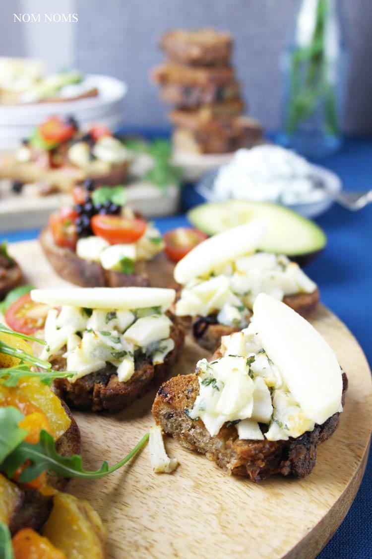 vegetarische bruschetta: herzhaft und süß: Bruschetta mit Apfel und Ziegenkäse