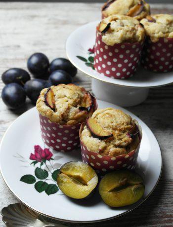 wie bei oma: vegane pflaumenmuffins mit streuseln für mara | grannies recipe: plum muffins with crumbles