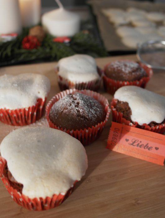lebkuchen-muffins mit baiser-häubchen | gingerbread muffins with meringue headcap