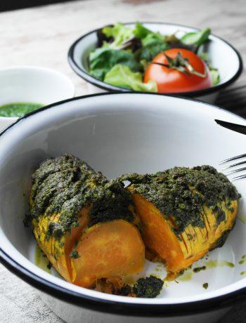 süßkartoffel mit veganem bärlauch-pesto | sweet potato with vegan wild garlic pesto