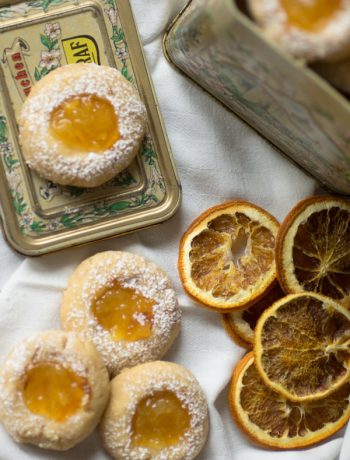 vegane thumbprint-cookies mit orangenmarmelade