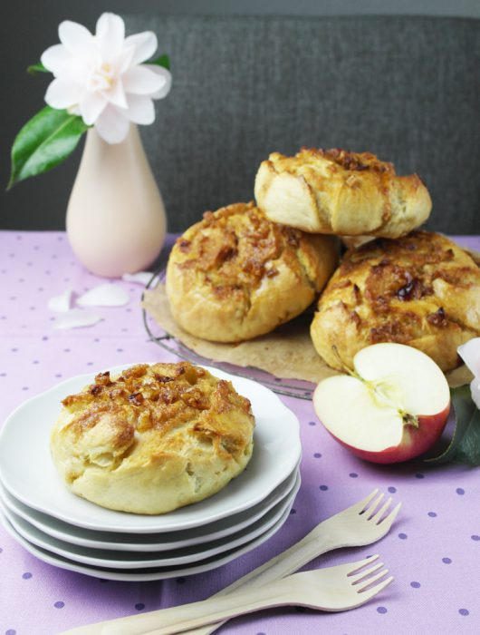 köstliche apfel-zimt-bagels | delicious apple cinnamon bagels