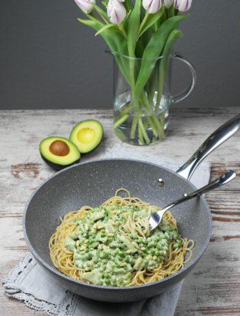 spaghetti mit avocado-erbsen-sauce | spaghetti with avocado peas sauce