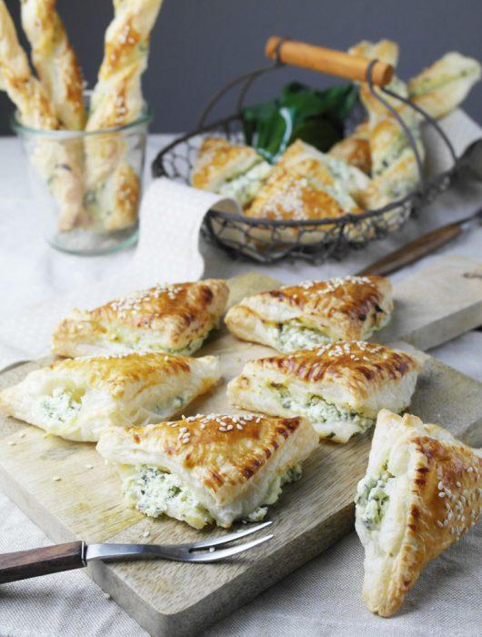 bärlauch-frischkäse im knusprigen blätterteig | wild garlic (ramson) cream cheese in cripsy puff pastry