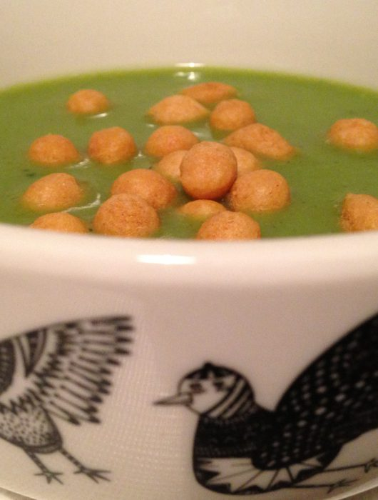 broccoli soup with fried batter pearls   brokkoli-suppe mit backerbsen
