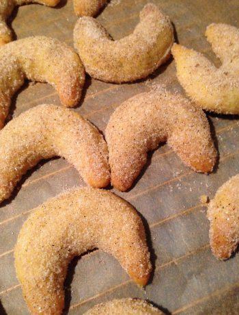 vegane vanillekipferl | german vanilla crescents or cookies
