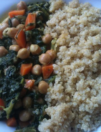 chickpeas curry with spinach and quinoa