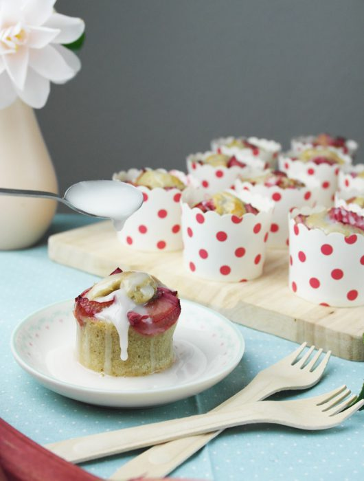 rhabarber muffins mit banane | rhubarb muffins with banana