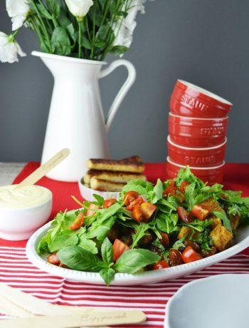 vegetarisch grillen: tomaten-brot-salat & honig-senf-sauce