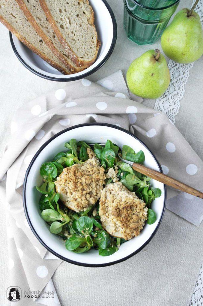 Feldsalat mit gebackener Birne | Kochbuch: Biokiste vegan / mache with baked pear