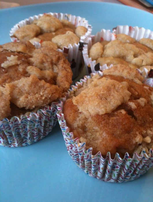 apple muffins with crumbles