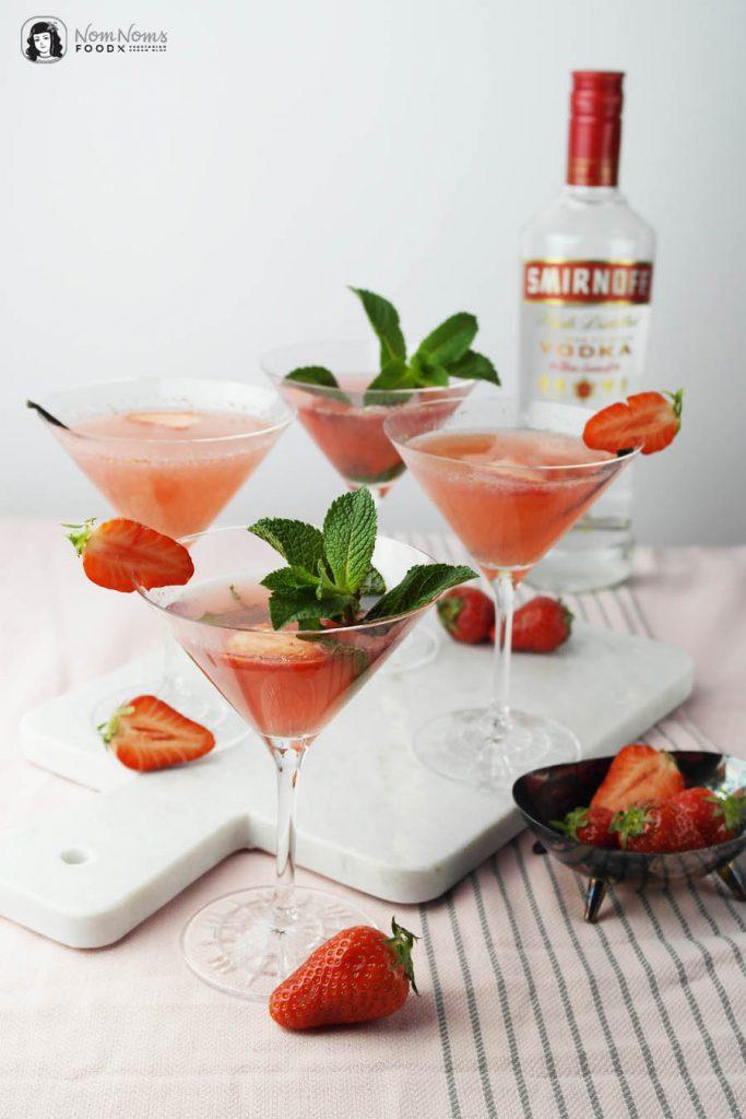 Cocktail-Klassiker: Erdbeer-Cosmopolitan mit Vanille oder Minze | Cocktail Classic: Strawberry Cosmopolitan with Vanilla or Mint