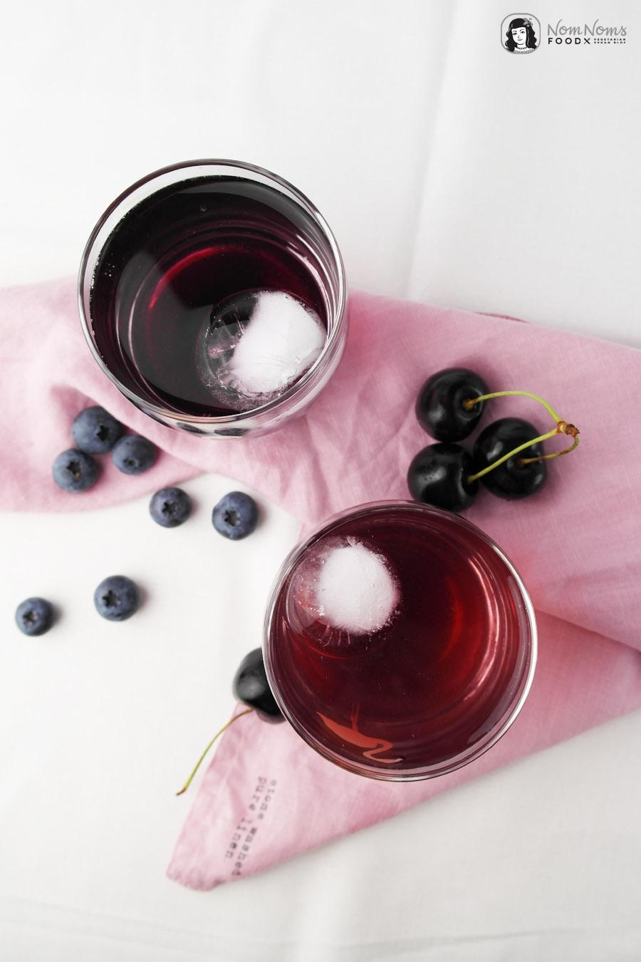 Blaubeer-Sirup und Kirsch-Sirup