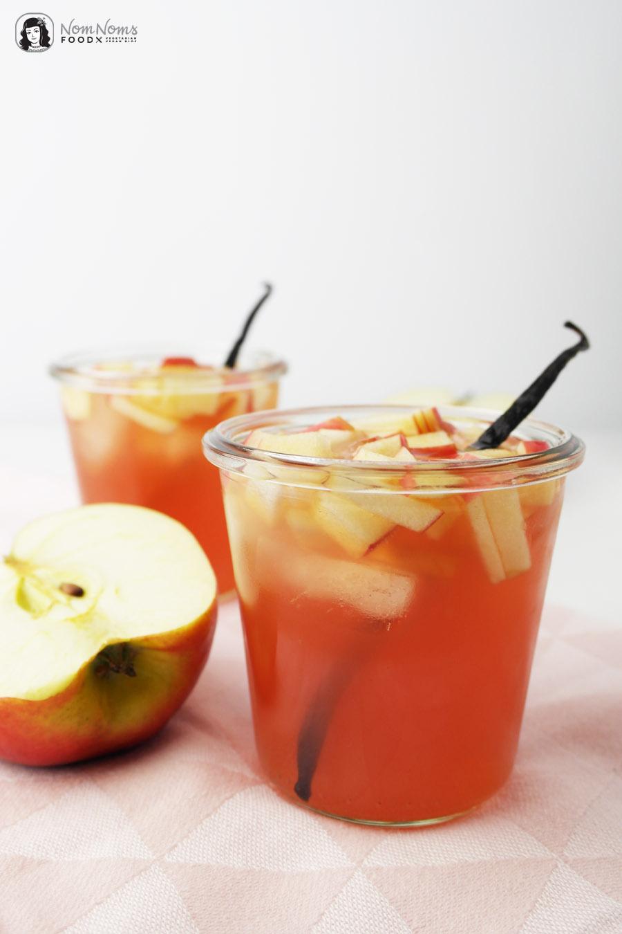 Apfel-Hibiskus-Eistee mit Vanille