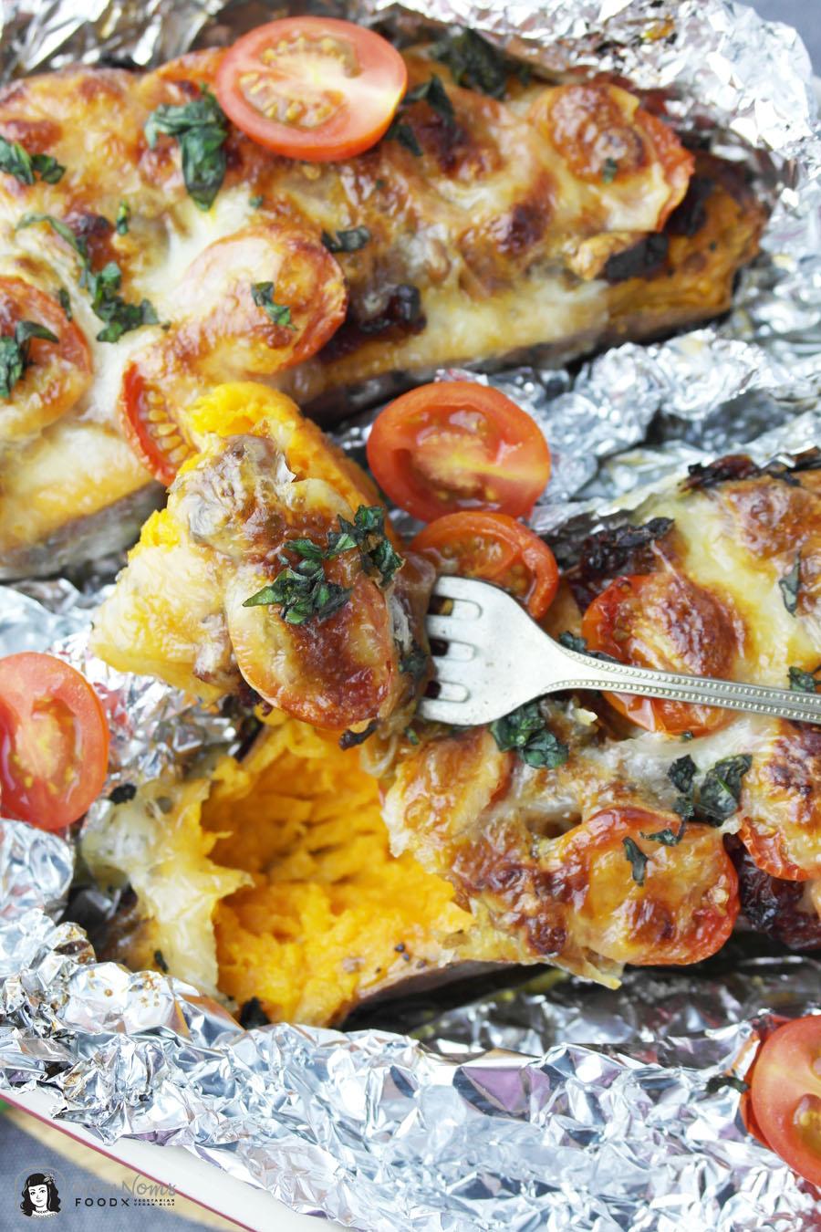 Überbackene Süßkartoffel mediterran mit Tomaten und Mozzarella ❤
