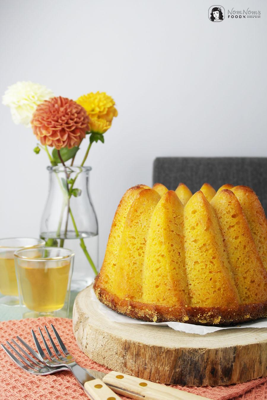 Apfel-Möhren-Mandelkuchen als Gugl mit Teeglasur
