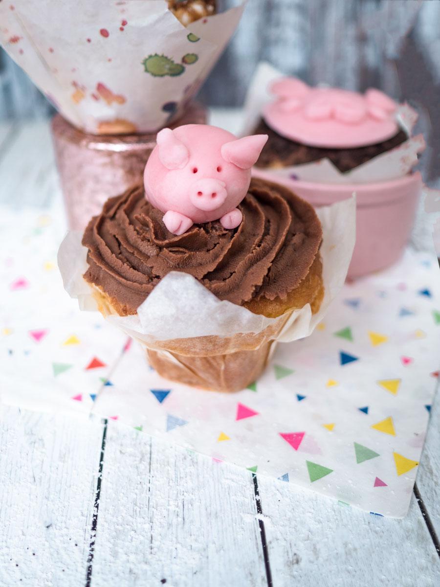 Schweine Cupcakes mit Schokoladen-Frosting