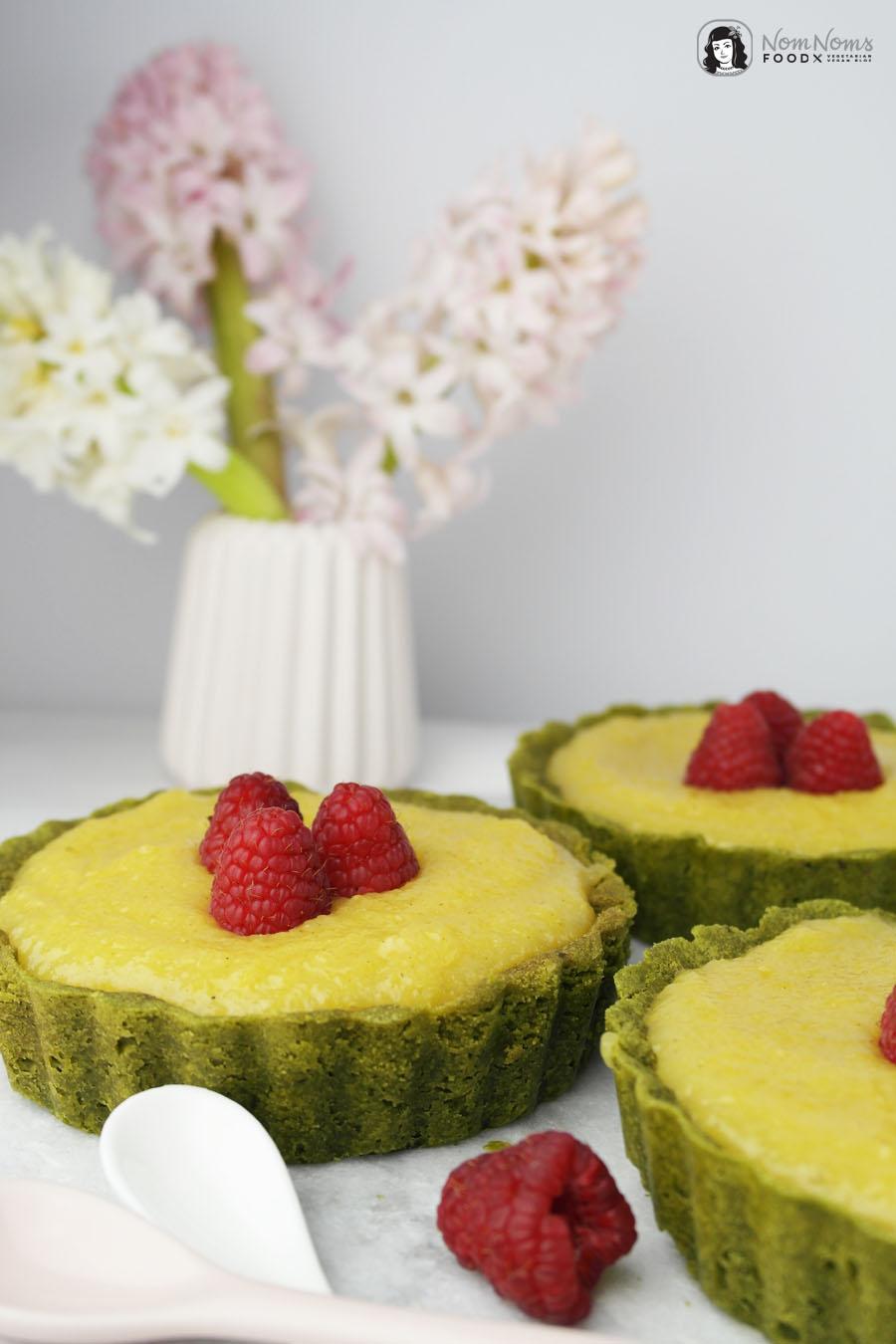 Vegane Matcha-Tartes mit cremigen Mango Curd ❤