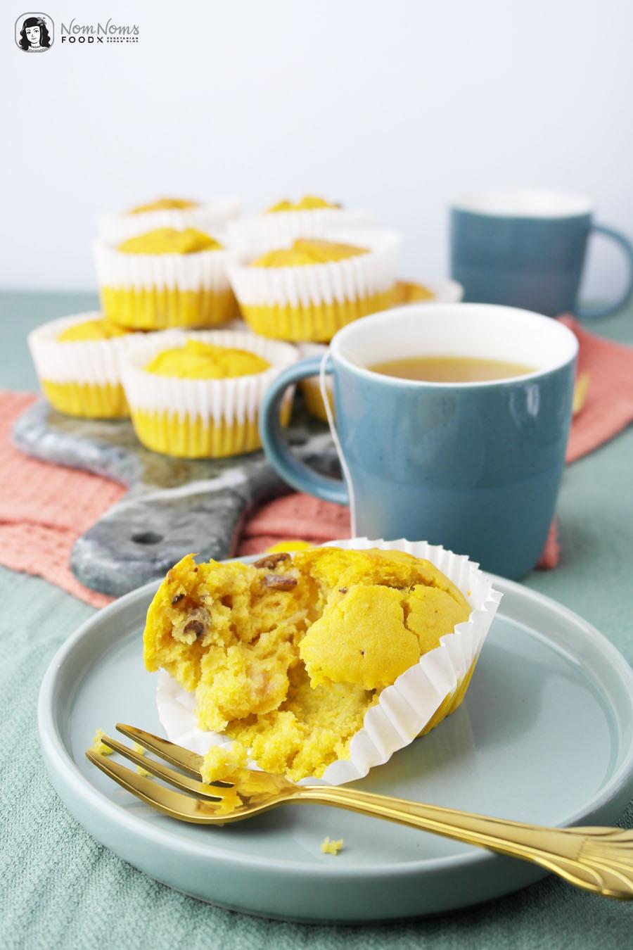 Herzhafte Kurkuma Latte Süßkartoffel Muffins mit Datteln