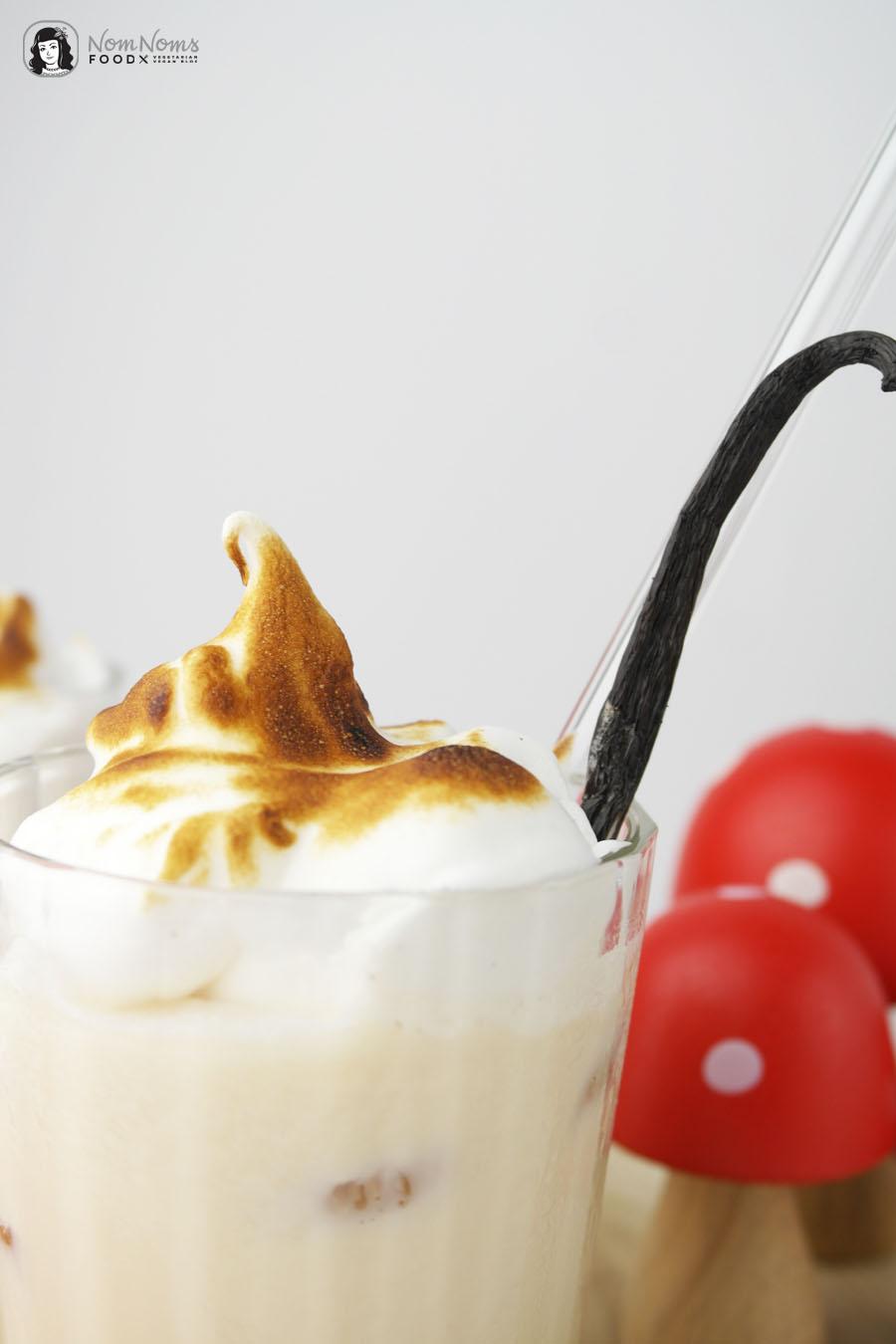 Amarula Flamed Vanilla Cocktail mit Vanille-Baiserhaube