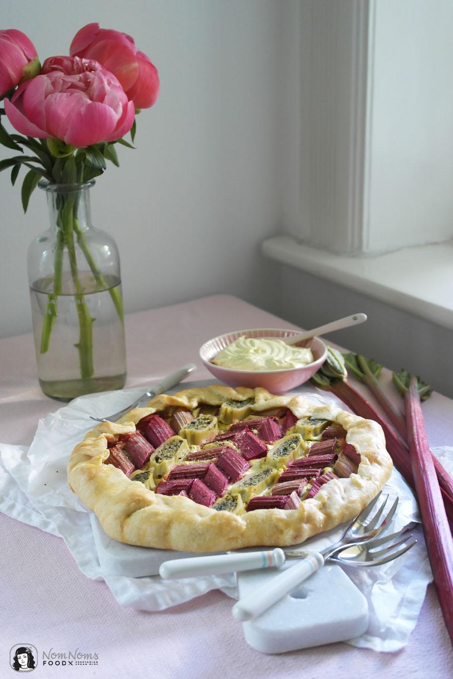Vegane herzhafte Rhabarber-Maultaschen-Galette oder Tarte