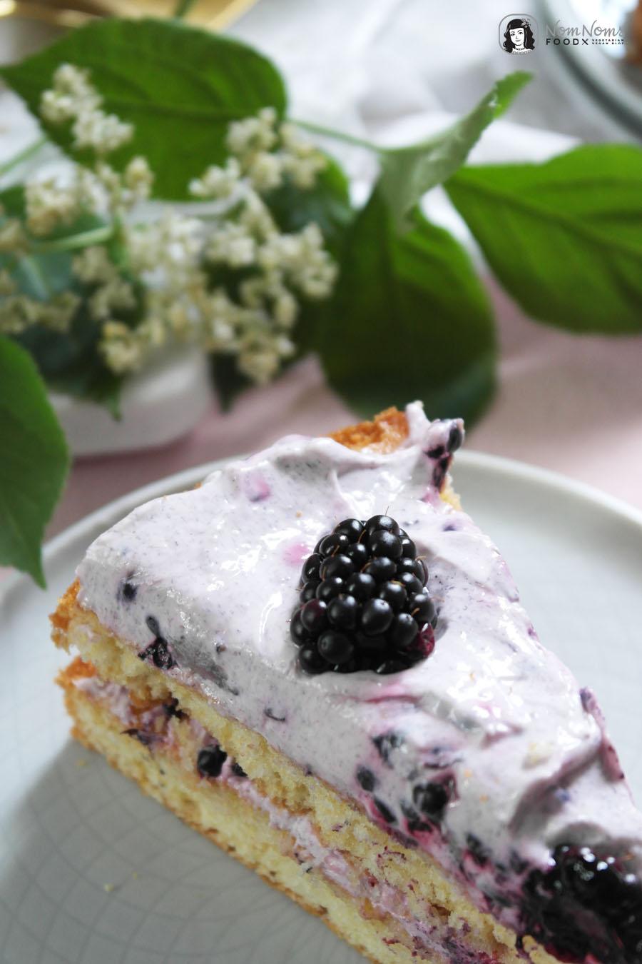 Holunderblüten-Brombeer-Kuchen
