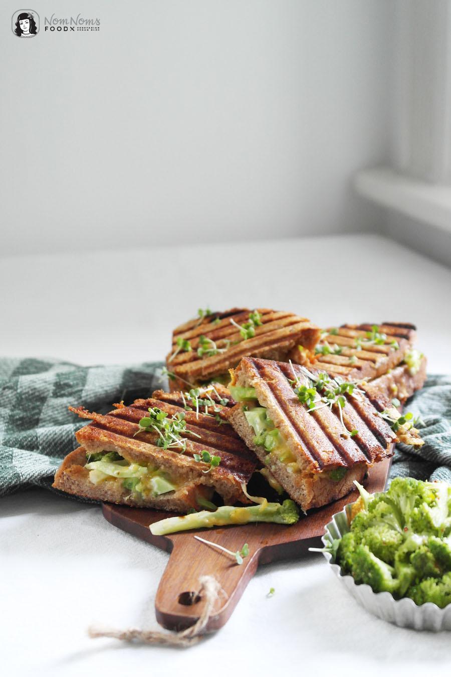 Brokkoli Grilled Cheese Sandwich mit extra viel Cheddar und Gouda Käse
