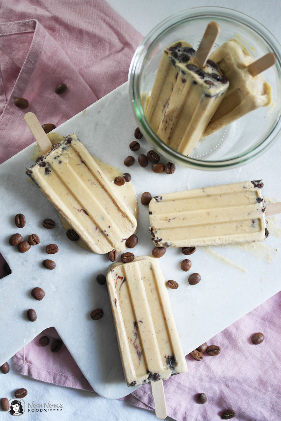 Kaffee-Karamell-Eis am Stil