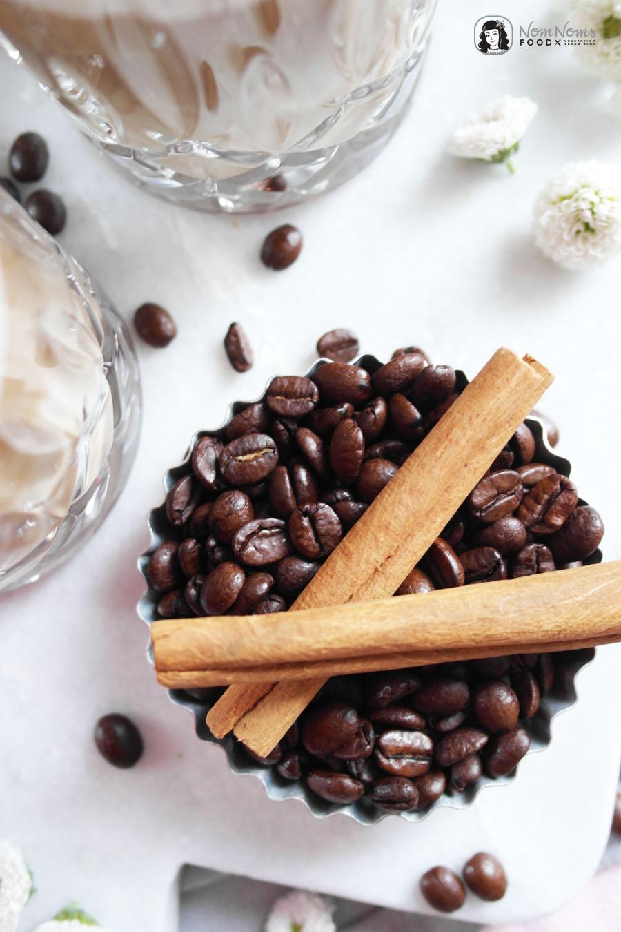 Zimtschnecken Latte Macchiato oder Cinnamon Roll Latte Macchiato mit Zimtschnecken Sirup