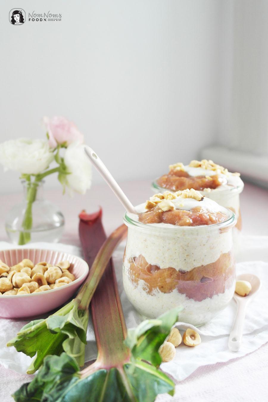 Vanille-Rhabarber-Overnight-Oats mit Haselnüssen