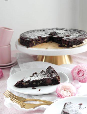 Veganer Brownie-Kuchen mit Pekannüssen und Schokoladen-Ganache-Pfützen veganuar veganuary