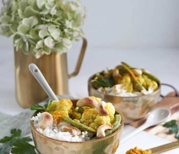 Veganuary Veganuar Veganes Blumenkohl-Curry mit Erbsen und grünen Bohnen