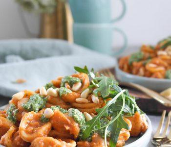 Köstlich wärmende Pasta mit weißen Bohnen und Rosmarin-Rucola-Pesto