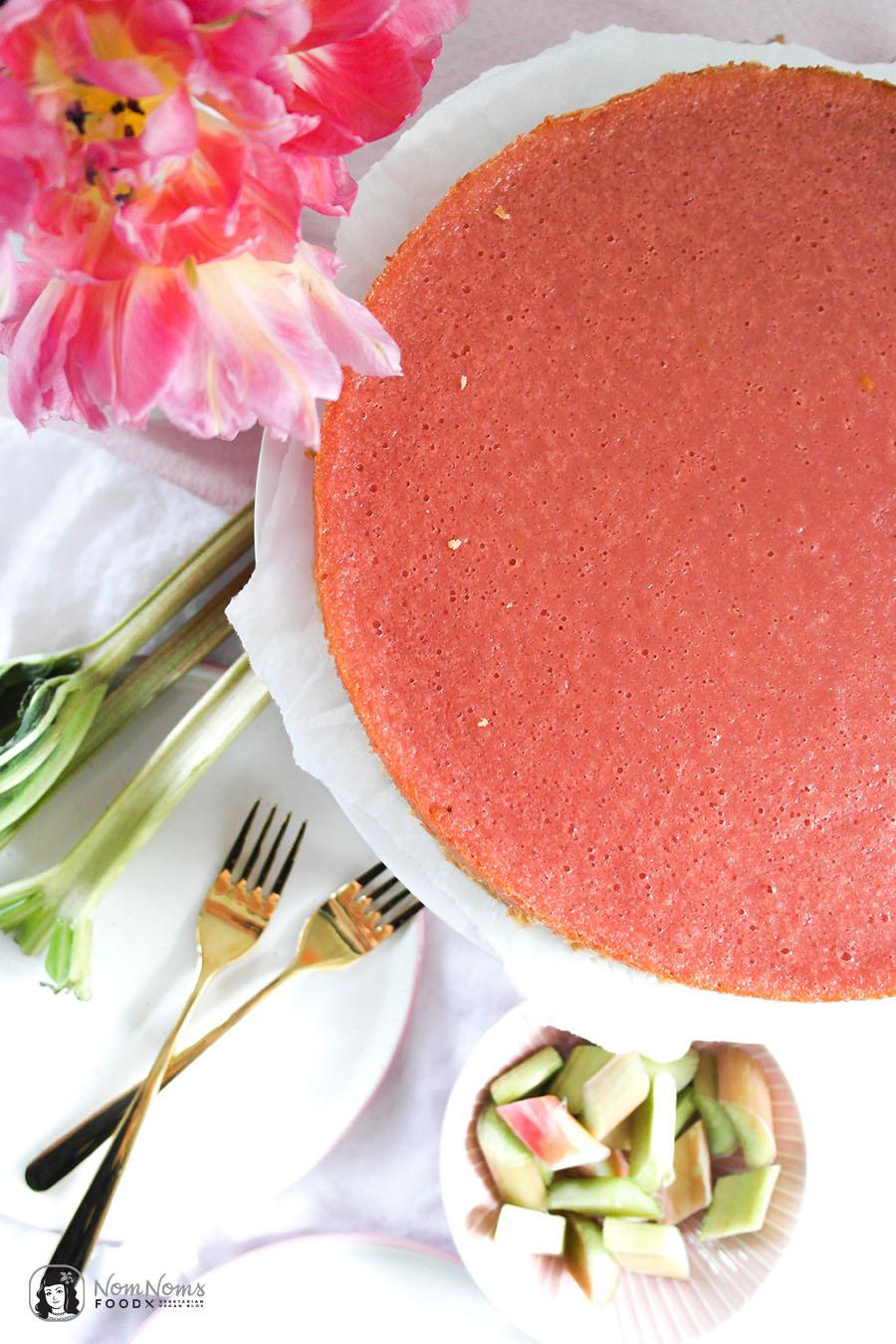 Einfacher Rhabarber-Kuchen mit Rhabarber Curd und Shortbread-Boden