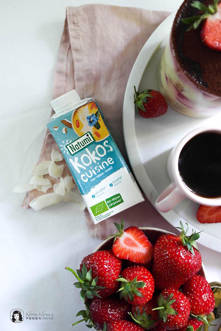 Veganes Erdbeer-Kokos-Tiramisu im Glas
