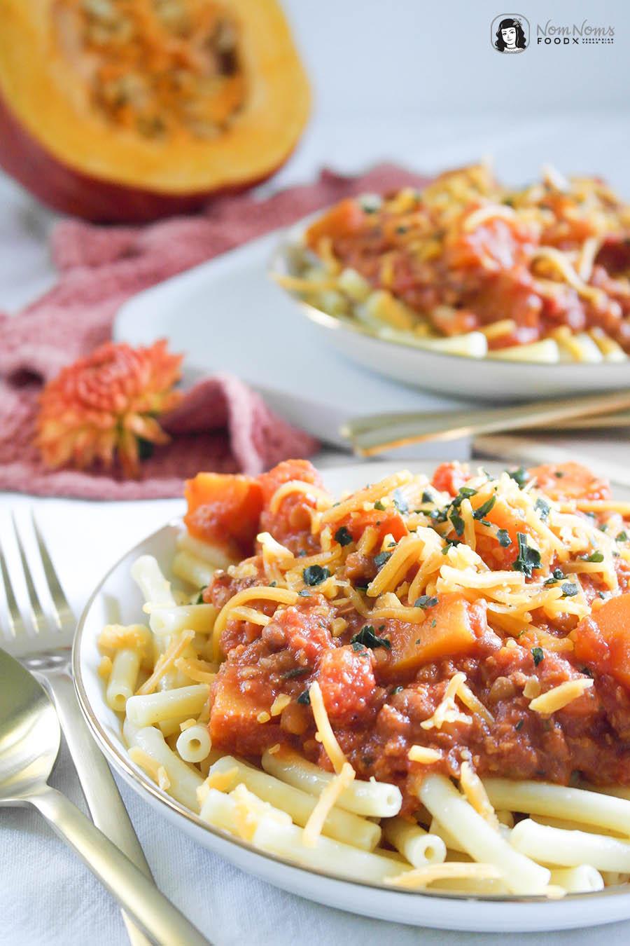 Schnelle und einfache Pasta mit käsiger Kürbis-Linsen-Soße Fix auf dem Tisch